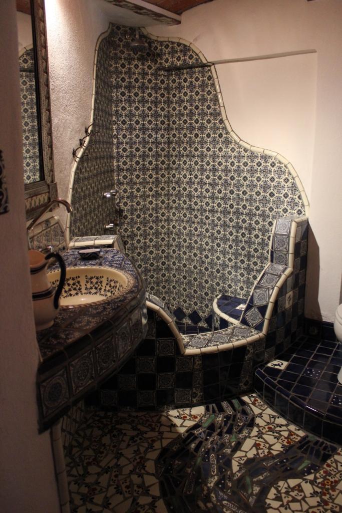 Vista Feliz Tiled-Bathroom in Guanajuato, Mexico