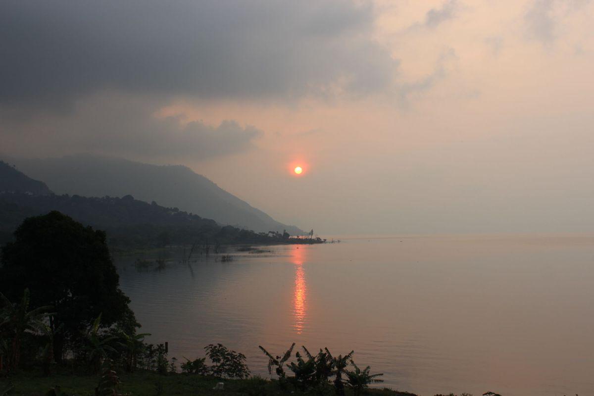 Lago de Atitlan Sunrise